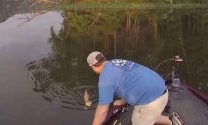 Πήγαν για ψάρεμα και έπιασαν… γάτα!!!