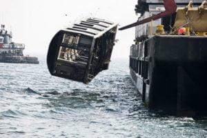 Γιατί ρίχνουν τα βαγόνια του μετρό της Νέας Υόρκης μέσα στη θάλασσα;