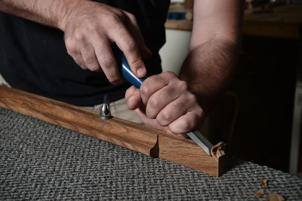 O Έλληνας που φτιάχνει ξύλινα χειροποίητα ψαροντούφεκα