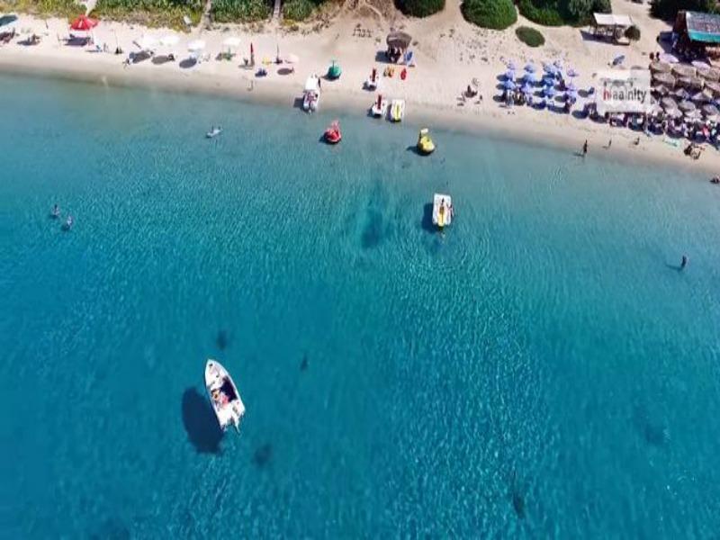 """Όμορφα """"πλάνα"""" από παραλία στην Χαλκιδική"""