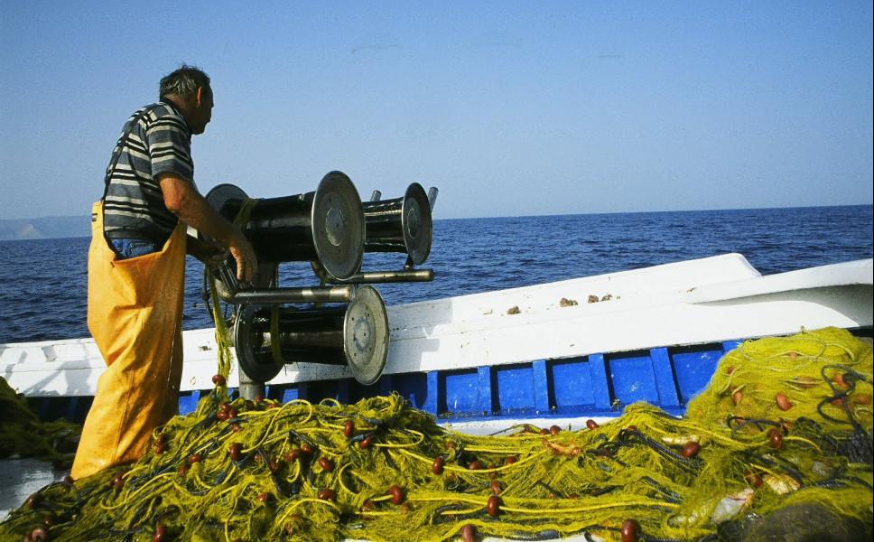 Με πρόστιμα για το ψάρεμα με γρι-γρι κινδυνεύει η Ελλάδα