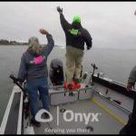 Απίστευτο! Μεγάλο σκάφος προσκρούει σε βάρκα με ψαράδες