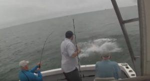 Ψάρευαν χαλαροί όμως… ξαφνιάστηκαν με αυτό που εμφανίστηκε!